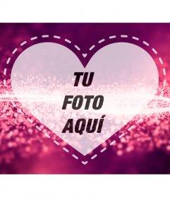Marco fotográfico romántico con un corazón sobre un fondo fucsia con ondas brillantes de diamantes en el que subir una foto