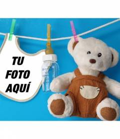 Collage con un babero y un oso de peluche donde colocar la foto de un recién nacido sobre un fondo azul