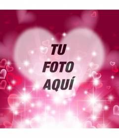 Marco de amor con forma de corazón con fondo fucsia con destellos brillantes y corazones para poner tu foto en el centro y un texto