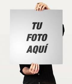 Collage con una foto en la que aparece un hombre sujetando un poster donde poner tu imagen