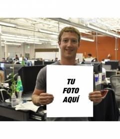 Fotomontaje con Mark Zuckerberg de Facebook sujetando una fotografía tuya