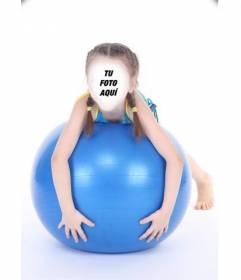 Fotomontaje online de una niña con coletas sobre una pelota