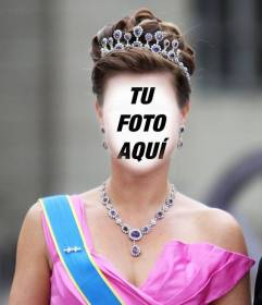 Fotomontaje de princesa con corona y vestida de gala para poner tu cara