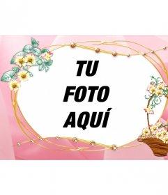 Marco de fotos personalizable con una fotografía, de fondo rosa y adornos de cesta de flores