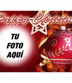 Postal para felicitar una feliz Navidad con texto HAPPY CHRISTMAS y fondo rojo con una bola de navidad. Pon tu foto de fondo
