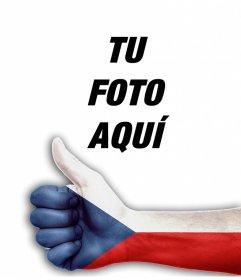 Mano con pulgar arriba y la bandera de República Checa para añadir tu foto