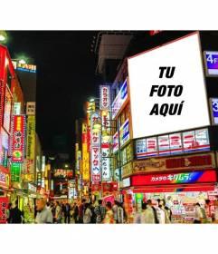 Fotomontaje en el que puedes colocar tu foto en un cartel luminoso en el edificio de una ciudad de Japón