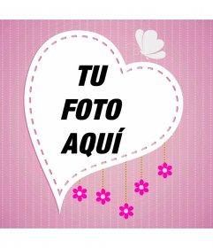 Fondo para tus fotos con marco de fotos corazón sobre fondo rosa