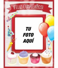 Tarjeta de cumpleaños con marco de fotos rojo, globos y pasteles para felicitar a tus amigos