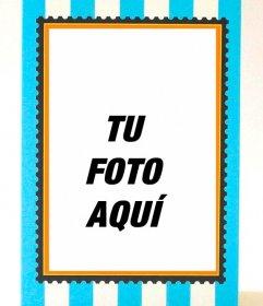 Tarjeta postal a rayas azules con espacio para escribir y marco de foto