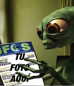 Fotomontaje de un extraterreste leyendo una revista en la que puedes poner tu foto