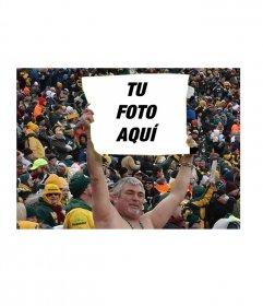 Divertido fotomontaje con tu foto de un hombre sujetando un cartel en un estadio