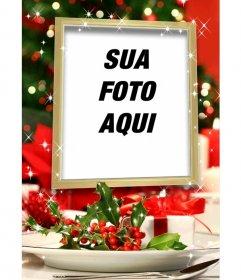 Cartão de Natal para colocar uma imagem dentro de uma moldura dourada com efeitos brilhantes e decoração de Natal