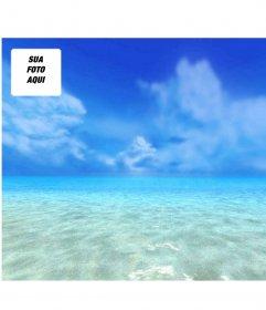 Fundo da tela em que sua foto aparece com um fundo de céu azul e mar