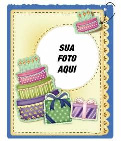 Cartão de aniversário com bolo e presentes efeito adesivo colocar a imagem e as palavras de saudação que você preferir