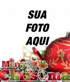 Cartão do Natal com bola e ornamentos vermelho com o texto FELIZ NATAL em cores do Natal
