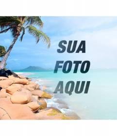 Colagem com uma praia paradisíaca com água azul e palmeiras para colocar a sua foto e personalizar com o texto