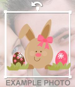 Etiqueta com um coelho com dois ovos de Páscoa