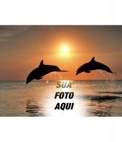Colagem com sua fotografia e golfinhos pulando no mar