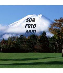Fotomontagem com paisagem japonesa com a montanha Fuji ao fundo em que a sua imagem on-line carregado irá aparecer desbotada