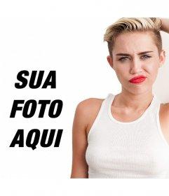 Miley Cyrus posa com a Bola de Demolição com lábios vermelhos