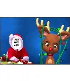 Fotomontagem bonito a vestir-se como um bebê com traje de Papai Noel
