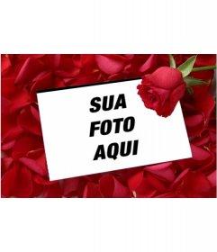 Coloque uma imagem em uma carta de amor com uma rosa fundo rosa pétala. Para complementar o presente do Valentim, um cartão que você pode imprimir ou enviar e-mail. Amar um detalhe memória durar a distância