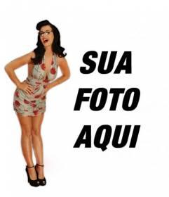 Fotomontagem com a cantora Katy Perry com óculos e sexy posando em um vestido estilo pinup com cerejas