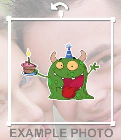 Etiqueta com um pequeno monstro com um bolo para colar em suas fotos
