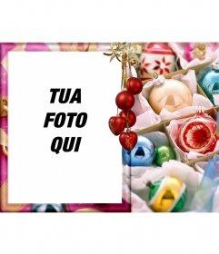La tua foto su uno stile cartolina circondato da palle di Natale