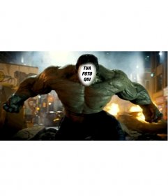 Effetto in linea per essere Hulk in una scena del film X cambiare il vostro corpo con il corpo verde e muscoloso di Hulk, in una scena del film dove appare distruggere la città. Carica unimmagine e misura il vostro volto in questo carattere forte della Marvel, è anche possibile applicare un filtro direttamente dalleffetto per renderlo più reale e stupire i vostri amici per libero