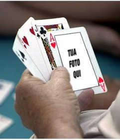 Fotomontaggio di mettere la tua foto su un asso di cuori in una partita di poker