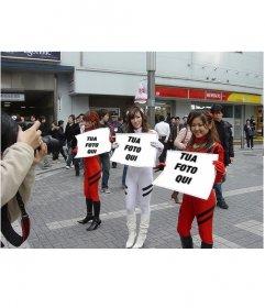 Fotomontaggio in cui tre ragazze asiatiche con cartelli con la tua foto, in strada, con grande anticipo