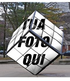 Rubik Cube come un monumento della strada dove si può mettere la vostra immagine