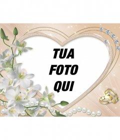 Cornice foto a forma di cuore con diamanti, fiori e fedi