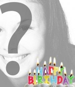 Cartolina di compleanno con le candele accese su una torta