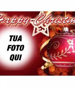 Messaggio per congratularmi con il Natale BUON NATALE testo e sfondo rosso con una palla di Natale. Metti la tua foto a priorità bassa