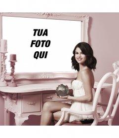 Fotomontaggio con Selena Gomez a mettere una foto accanto a lei in uno specchio
