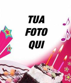 Scheda di compleanno in cui si carica una foto con uno sfondo rosa, una torta con candele, stelle e musica