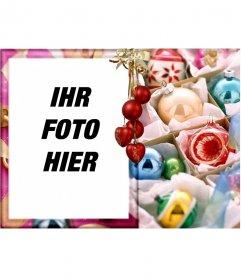 Weihnachtskarte für die Bearbeitung. Beglückwünscht die Ferien mit Ihrem Foto. Ornate gold frame, roten Kugeln, wie der Hintergrund hängenden Fäden des Lichts. verwenden Sie es für Weihnachtskarten