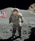 Fotomontage zu setzen Ihr Gesicht eines Astronauten auf dem Mond