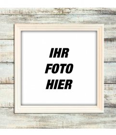 Digitaler Bilderrahmen an einer Wand aus hellem Holz Holz auch Ihre Fotos