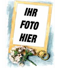 Rahmen für Hochzeitsfotos. Begleitend zum goldenen Rahmen ein einfaches Strauß rosa Blumen und zwei Ringe von Gold und blauem Hintergrund