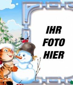 Kinder Postkarte für Weihnachten mit einem Tiger spielen mit einem Schneemann dekoriert