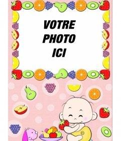 Photo bébé cadre photo, où vous voyez un enfant qui mange des fruits et le cadre entouré de fruits