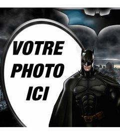 Collage ilutstrado Batman, The Dark Knight, se détachant sur Gotham