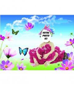 Costume en ligne pour les bébés dans lesquels ils apparaissent un papillon bleu et vert, qui imite dans une prairie avec des fleurs au premier plan et un ciel bleu clair avec des nuages blancs