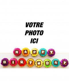 Message de joyeux anniversaire dans les petits gâteaux colorés