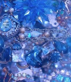 Jeu pour trouver votre visage dans un de ces diamants bleus et pierres précieuses