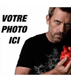 Photomontage avec Dr House serrant un cœur en regardant la caméra